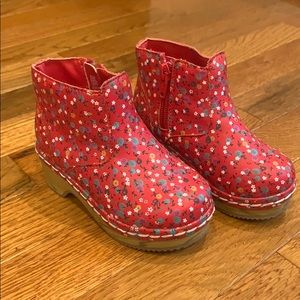 Oshkosh Red floral boots toddler girls size 7